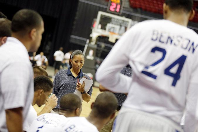 NBA初の女性ヘッドコーチ」をめ...